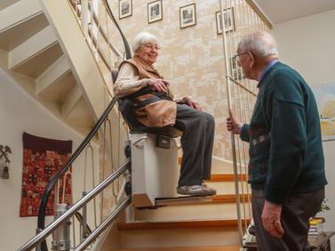 Zozialstation MediCare hilft bei der Wohnberatung, z.B. bei der Vermittlung von Treppenliften.